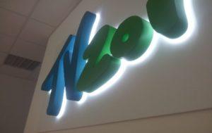 Фото буквы с контражурной подсветкой